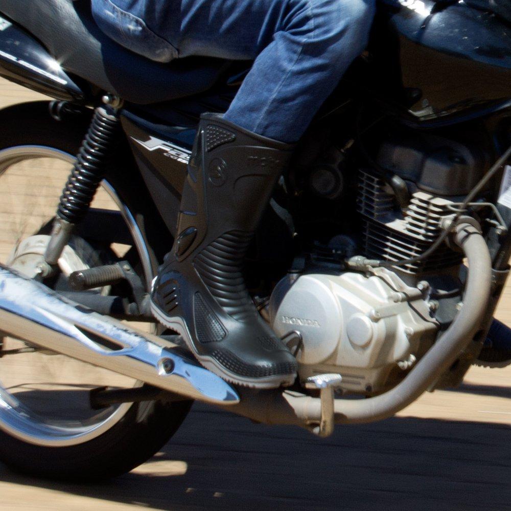 Bota de PVC N40 Preto com Sola Cinza para Motoqueiro - Imagem zoom